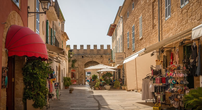 Alcudia – See the Alcudia Old Town