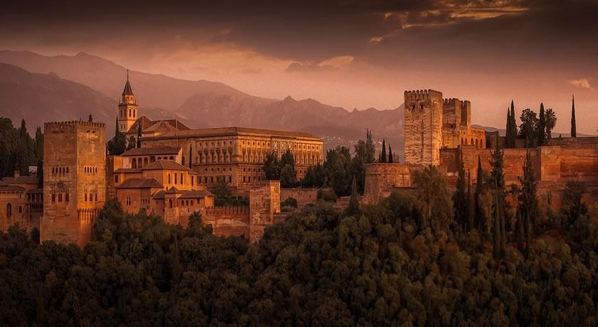 Benalmádena – Granada and Alhambra Tour